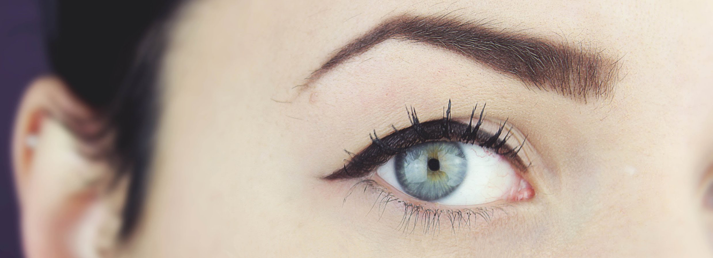 hooded eyeliner